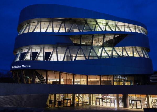 Mercedes Benz Museum blaue Stunde